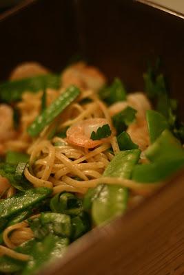 Linguines aux crevettes et pois mange tout - Cinq Fourchettes