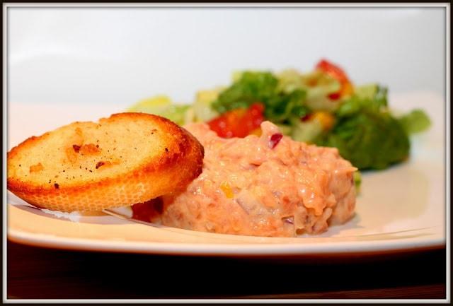 Tartare de saumon qui goûte les sushis - Cinq Fourchettes