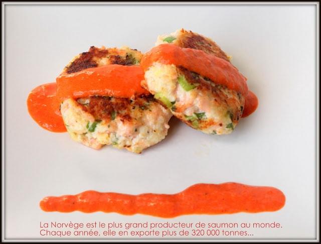 Burger de saumon et sa sauce aux poivrons grillés - Cinq Fourchettes
