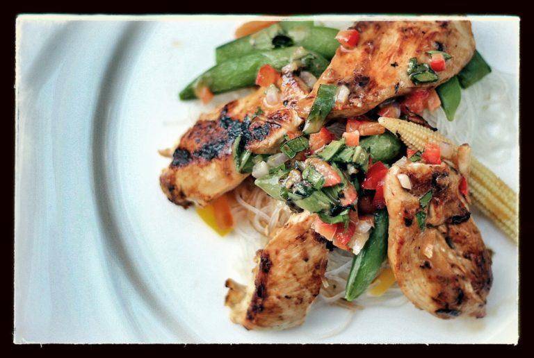 Poulet grillé et sa relish du jardin - Cinq Fourchettes