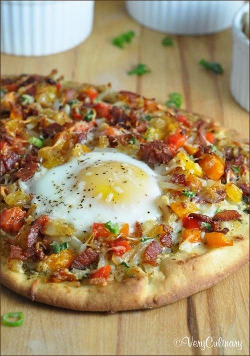 Pizza déjeuner sur pain Naan