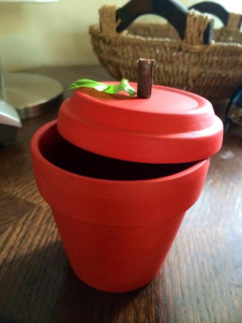 Idée cadeaux de prof : Pot en forme de pomme DIY