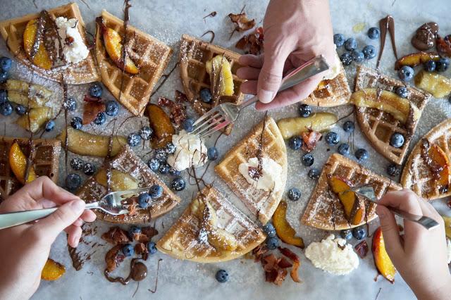 Un déjeuner décadent à partager: Mon chemin de gaufres sucré/salé - Cinq Fourchettes