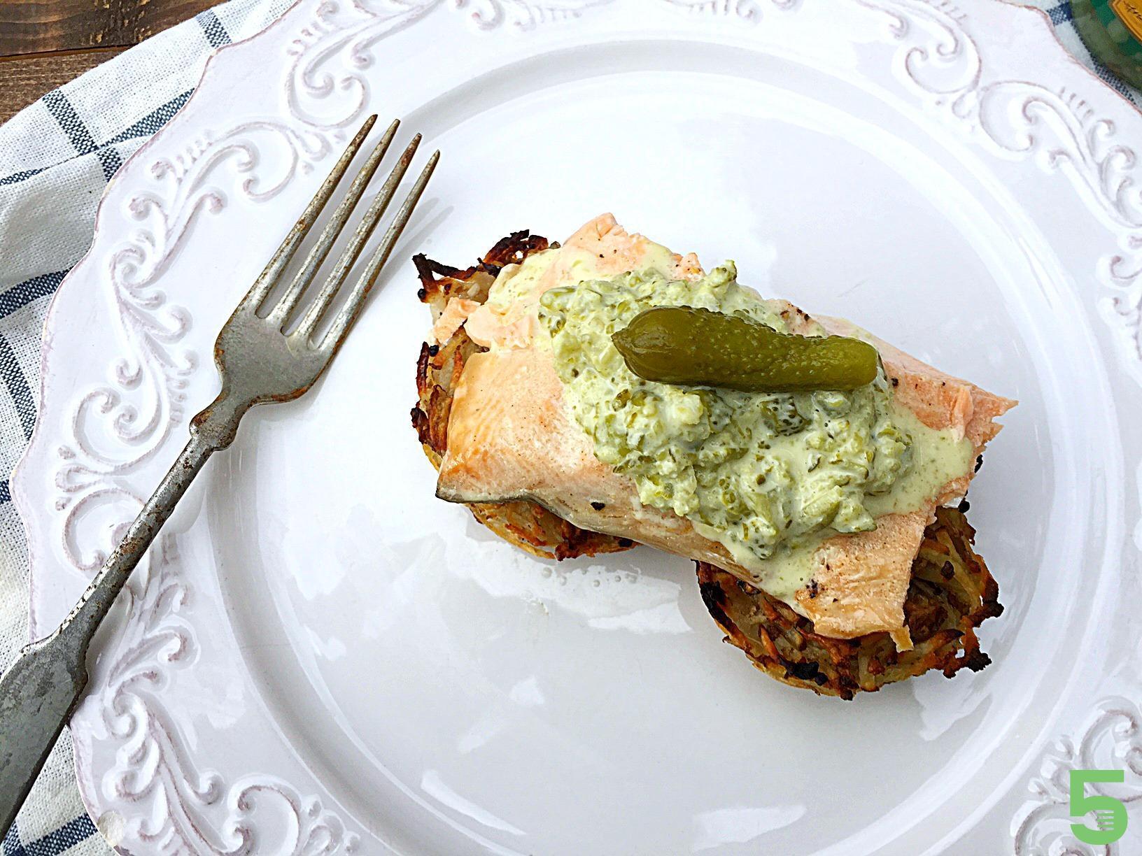Gâteau de patate et sauce aux cornichons Cinq Fourchettes