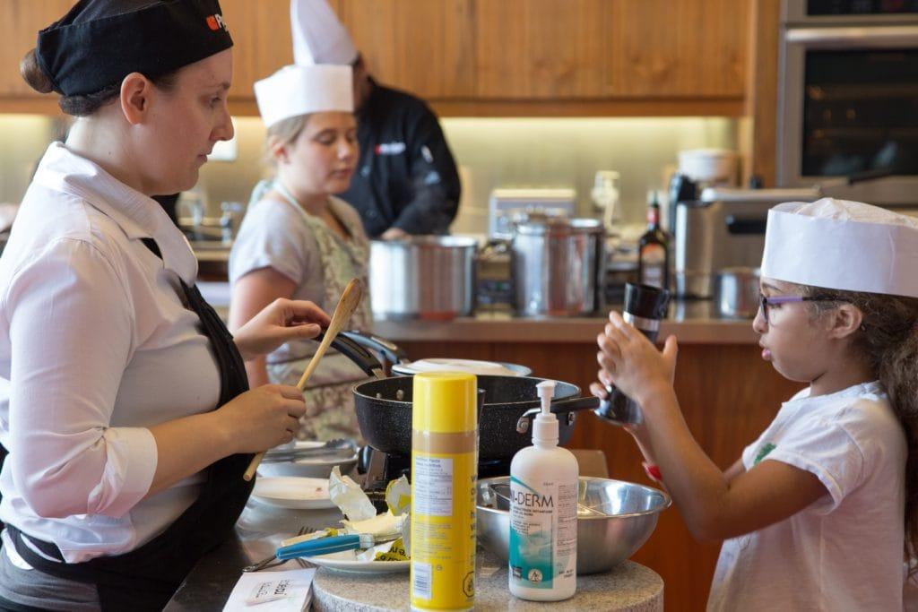 9 suggestions le fun pour des cours de cuisine pour enfants et ados cinq fourchettes - Cours de cuisine pour ado ...