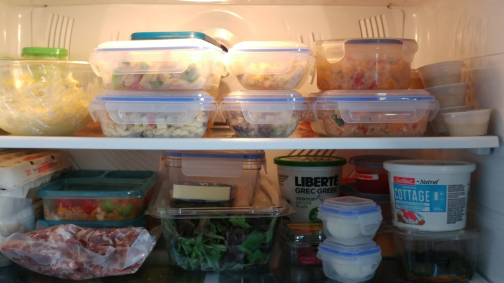 """Mes solutions pour ne plus perdre de """"maudits"""" plats en plastique dans les lunchs des enfants!"""