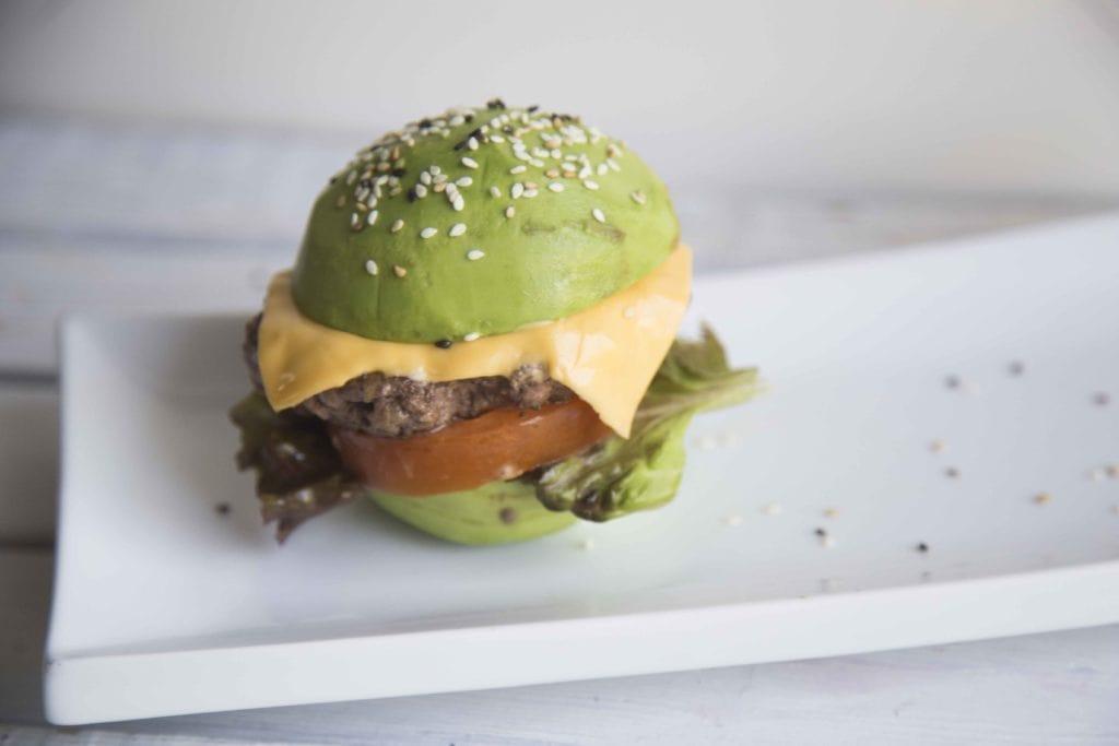Hamburger aux avocats SANS GLUTEN : Juste WOW ! / Cinq Fourchettes