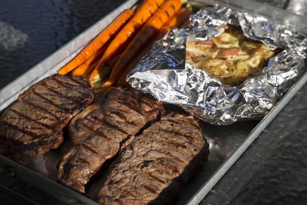 Comment faire un repas complet sur le BBQ / Cinq Fourchettes