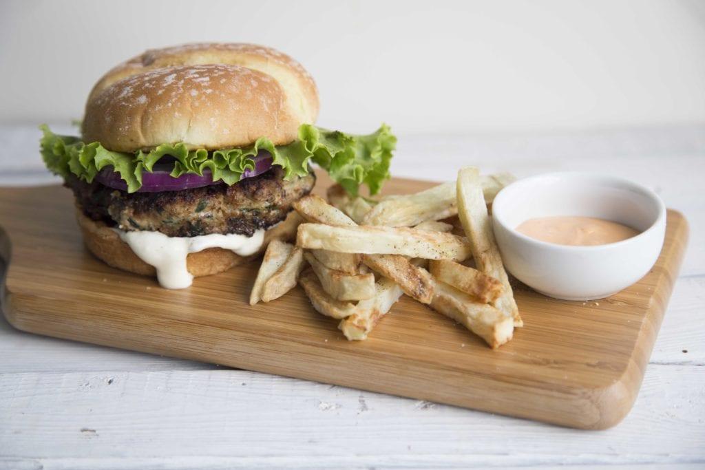 La meilleure recette de burgers au poulet / Cinq Fourchettes