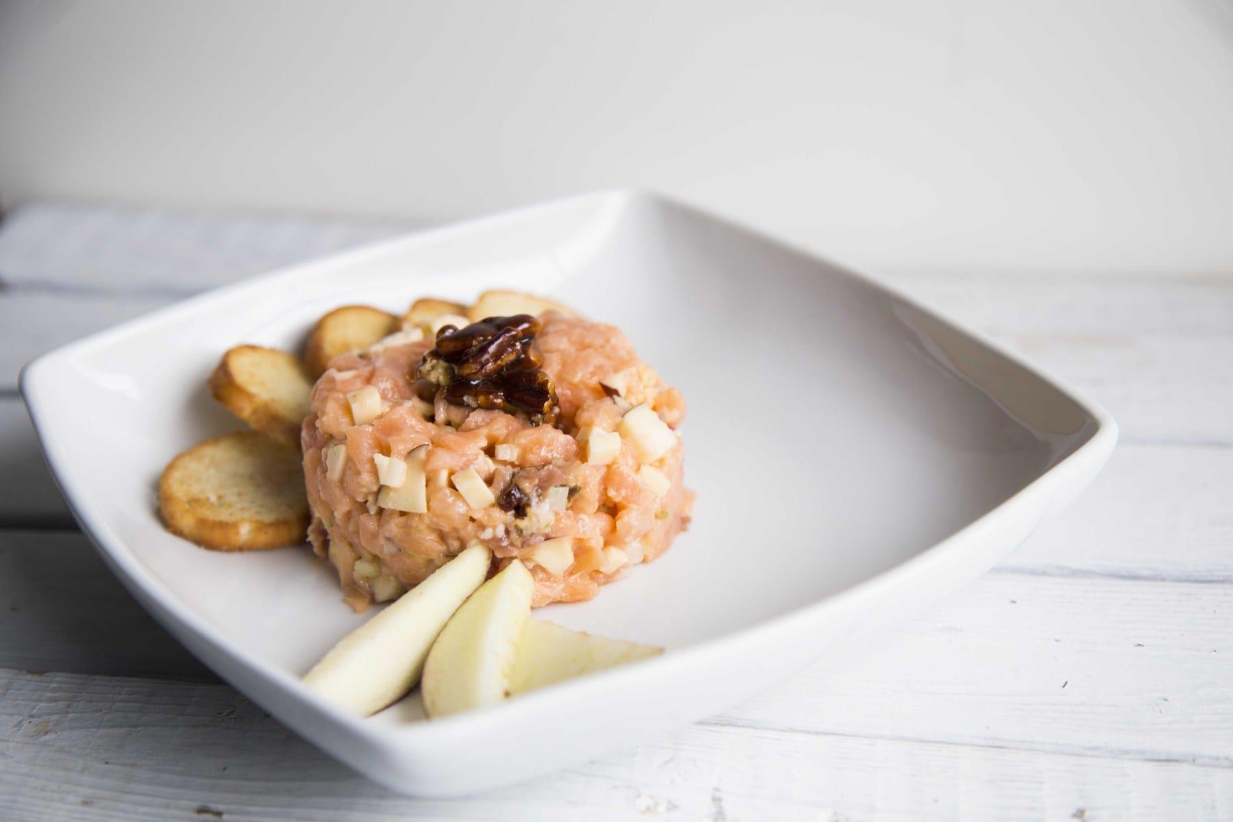 Tartare de saumon à la pomme et au Gouda fumé de Joanie / Cinq Fourchettes