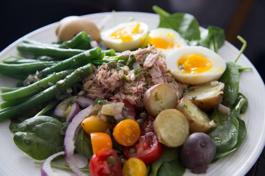 Salade niçoise et mon truc de paresseuse pour sauver du temps ... / Cinq Fourchettes