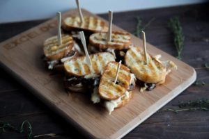 Grilled cheese au poulet et fromage le Calumet / Cinq Fourchettes champignons fromage grilled cheese sandwich Exceldor