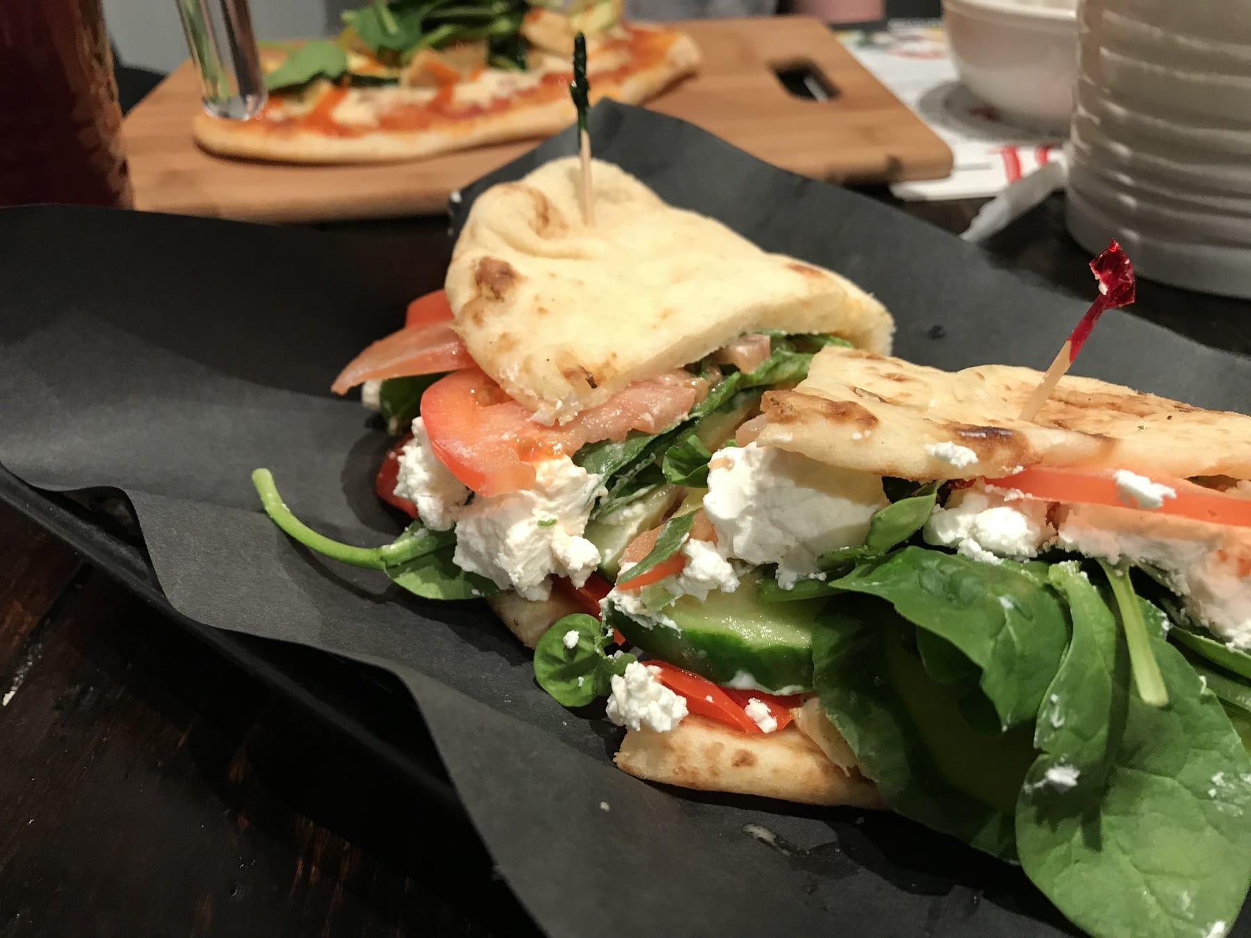 Pavé Lunch Experts : Un trésor caché au Vieux-Port de Montréal / Cinq Fourchettes