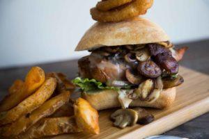 Le MEILLEUR Burger au poulet EVER ! Cinq Fourchettes marinade whiskey poulet poitrine Exceldor hamburger frites champignons monterey jack