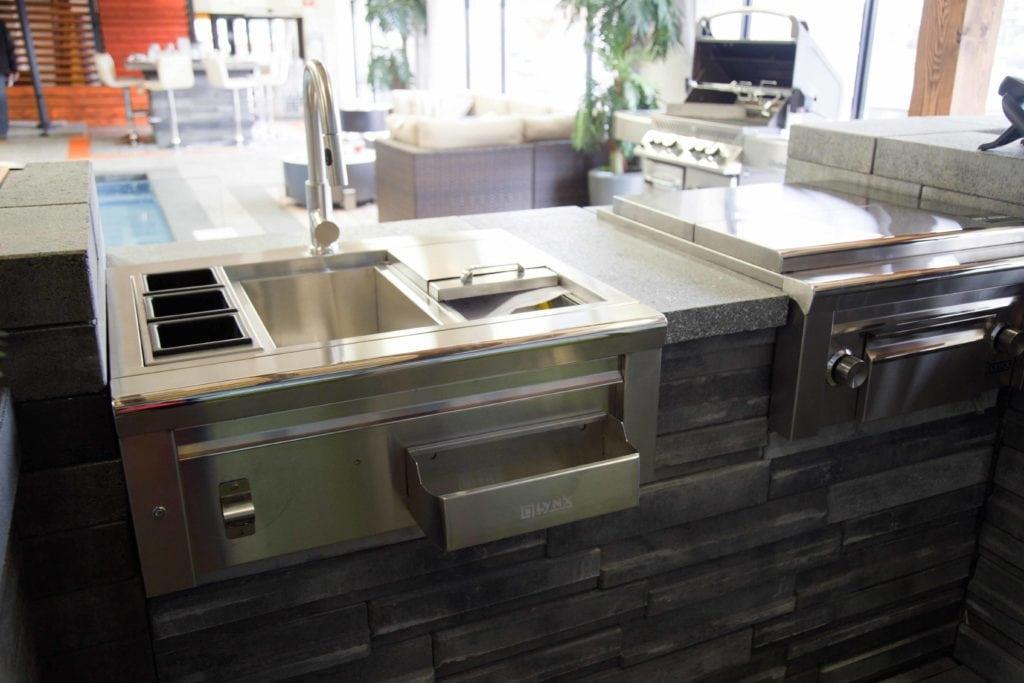 les cuisines ext rieures ont la cote cinq fourchettes. Black Bedroom Furniture Sets. Home Design Ideas