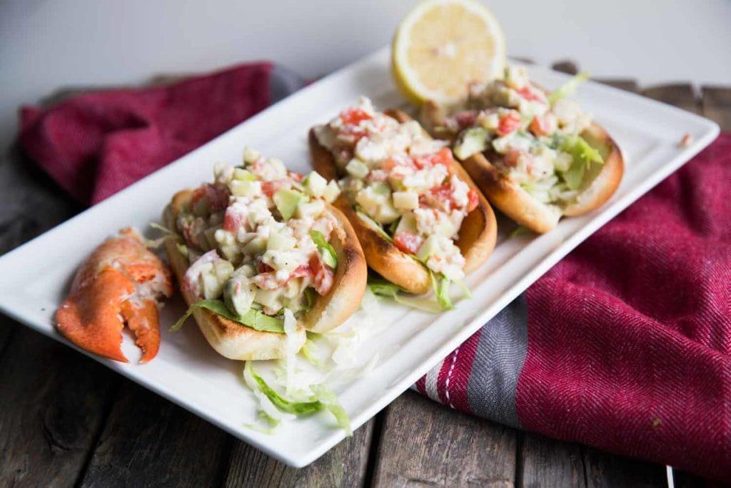 Lobster roll ou guédille aux homards Cinq Fourchettes homard
