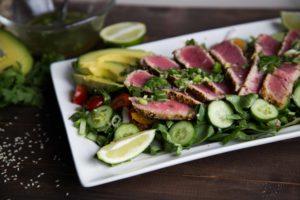 Tataki de thon avec sa salade croquante ! JUSTE WOW / Cinq Fourchettes