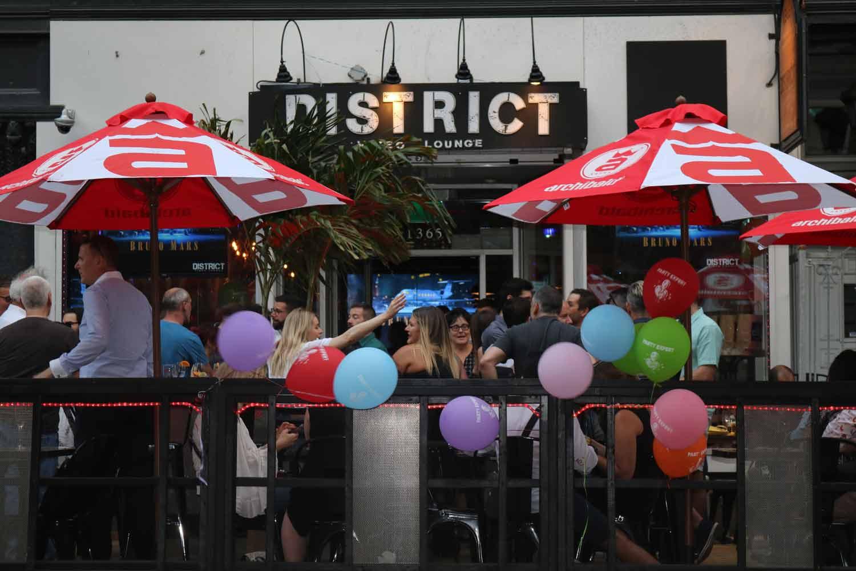 Une célébration du tonnerre pour District Video Lounge Cinq Fourchettes