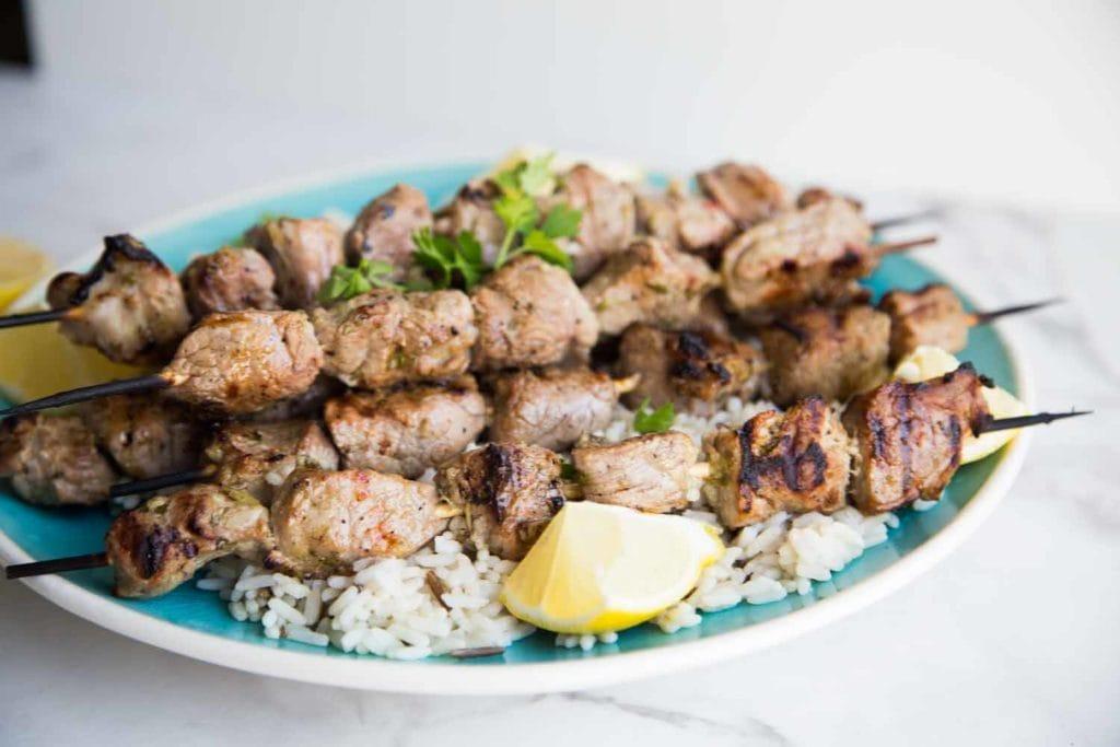 Brochettes de porc à la grecque Cinq Fourchettes