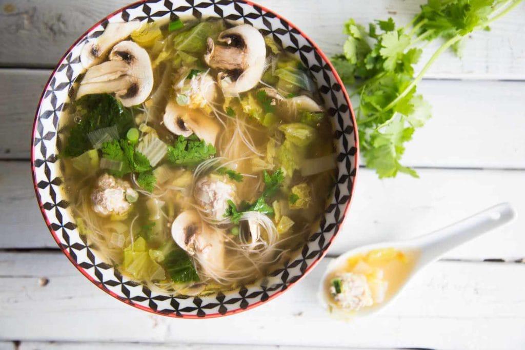 Soupe-repas aux boulettes d'inspiration vietnamienne Cinq Fourchettes