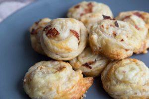 4 ingrédients : Spirales feuilletées au salami et au parmesan Cinq Fourchettes