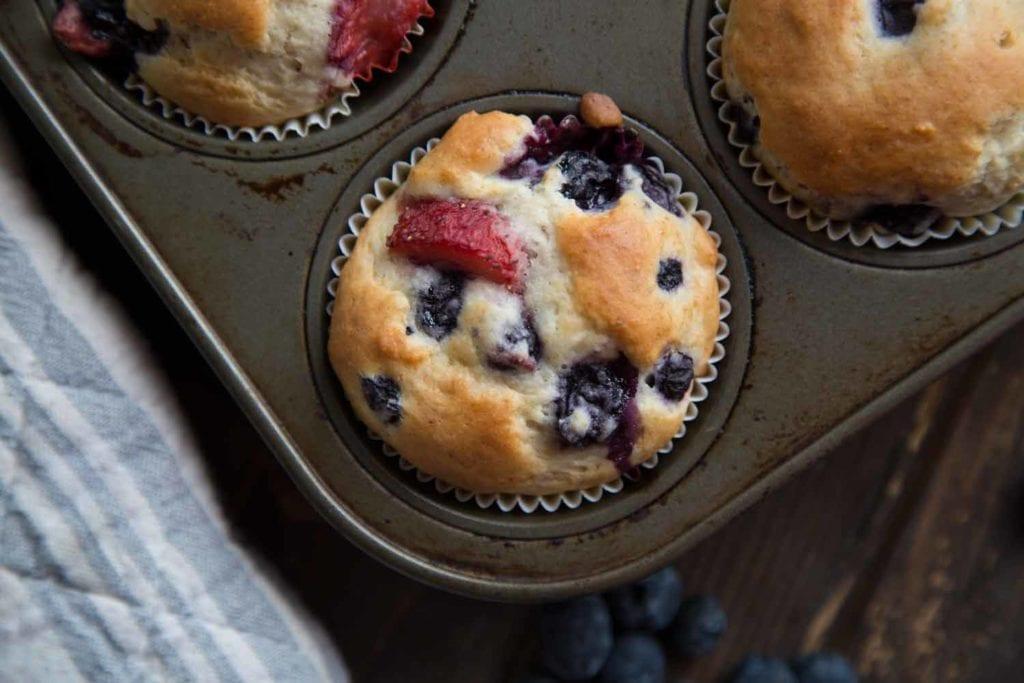 Muffins aux petits fruits pour passer ses restes de congélo ! Cinq Fourchettes