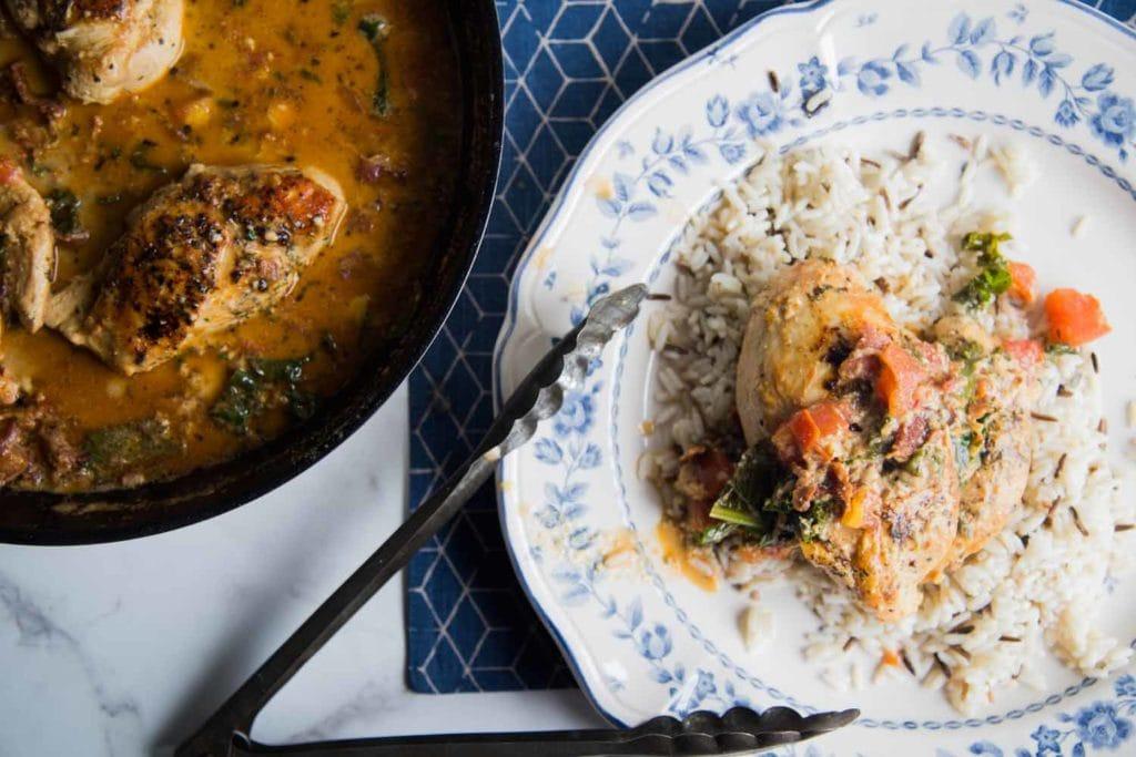 Poulet crémeux au bacon, tomates et kale Cinq Fourchettes