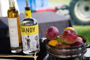 Jouer avec les pommes au Domaine Lafrance ! Cinq Fourchettes