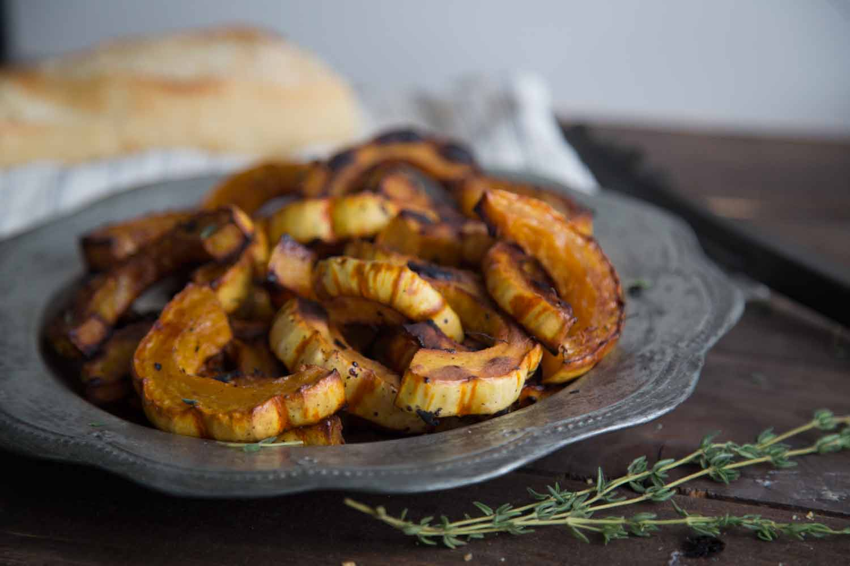 Courges Delicata grillées : Un accompagnement savoureux Cinq Fourchettes