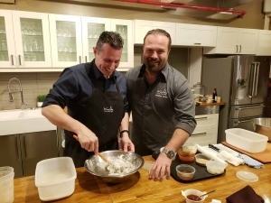 Des cours de cuisine pour tous avec nul autre que le chef Jonathan Garnier ! Cinq Fourchettes